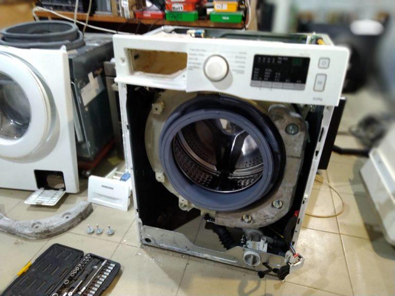 Замена манжеты люка (уплотнительная резина дверцы) стиральной машины
